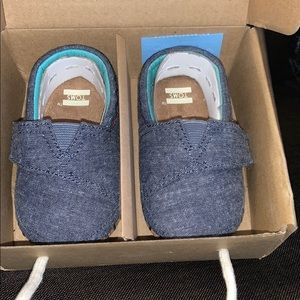 Baby Toms shoes. Size 4
